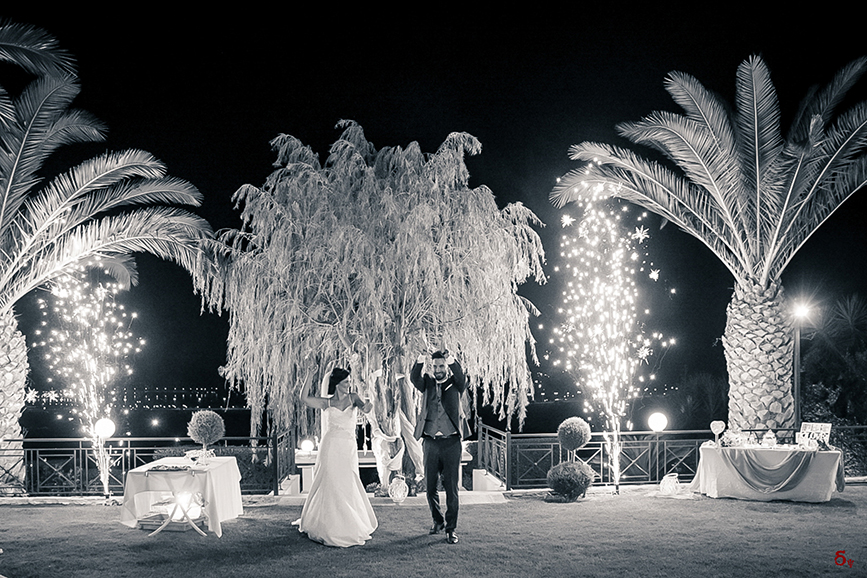 wedding party  wedding dance wedding kiss wedding love b and w photography love for ever wedding pictures
