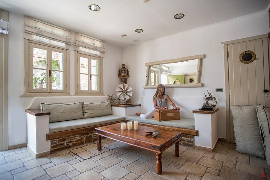 reception of Porto Klaras suites & studios at Kythnos