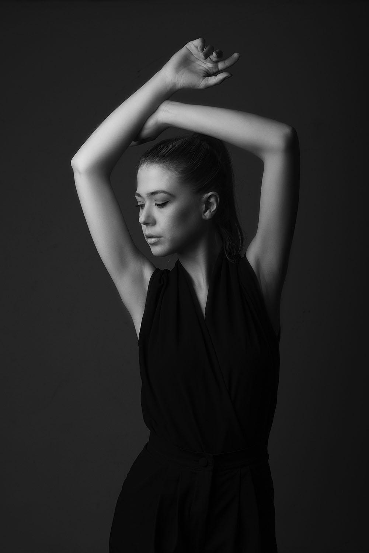 studio portrait bw art fashion photographer editorial photography photoshoot